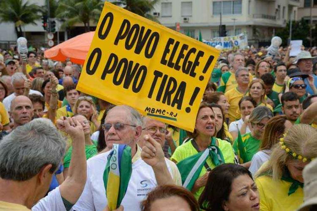 Resultado de imagem para manifestantes defendendo a lava jato