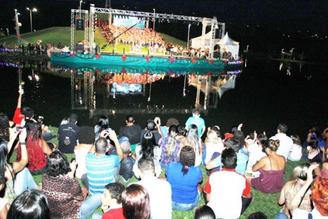 Resultado de imagem para Cantata de Natal leva centenas de pessoas ao Parque Ipanema