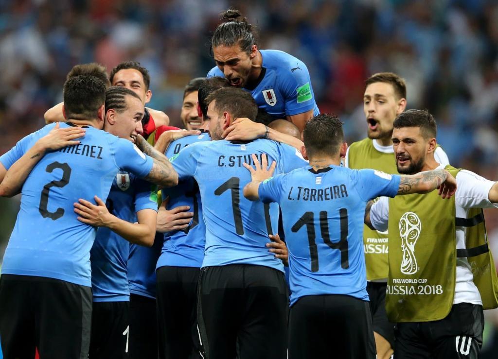 Jogadores do Uruguai comemoram após Cavani balançar as redes 3b5276f95a14c