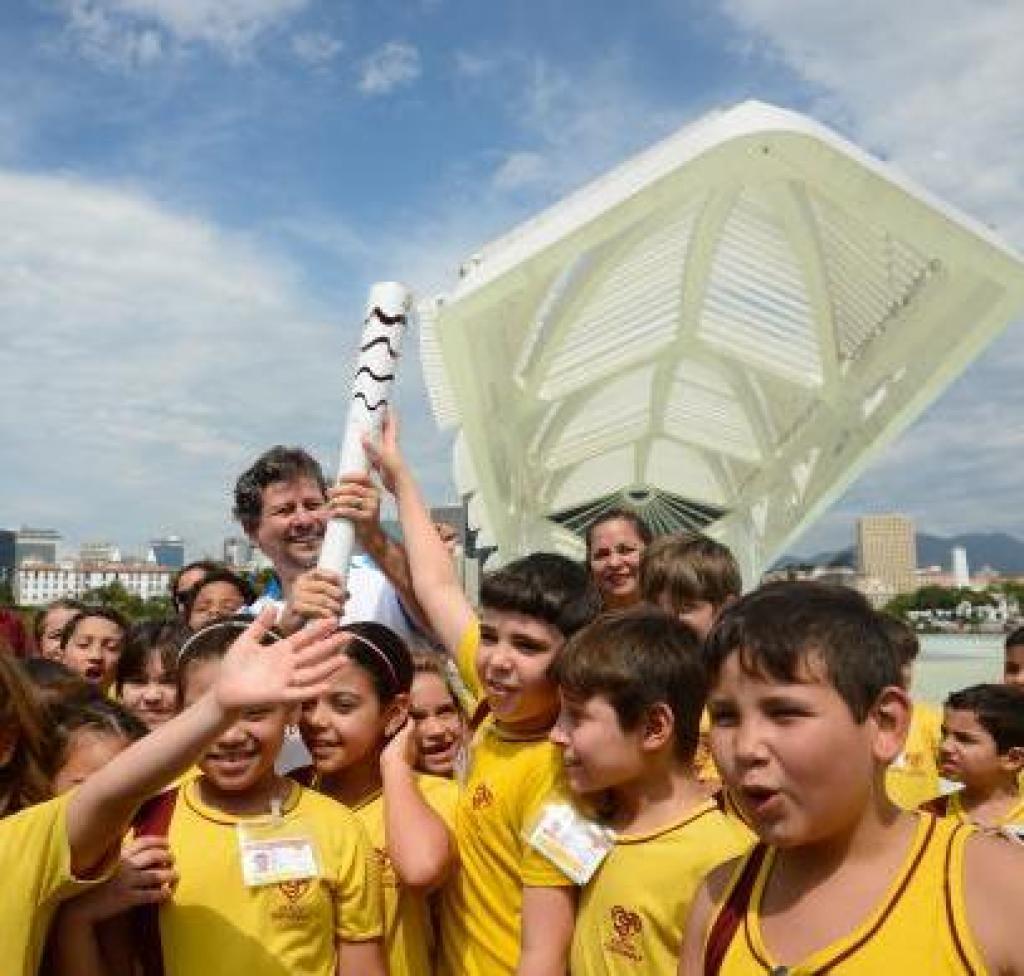 6ba41c821f6 Revezamento da Tocha Paralímpica no Rio começa no entorno do Museu do  Amanhã