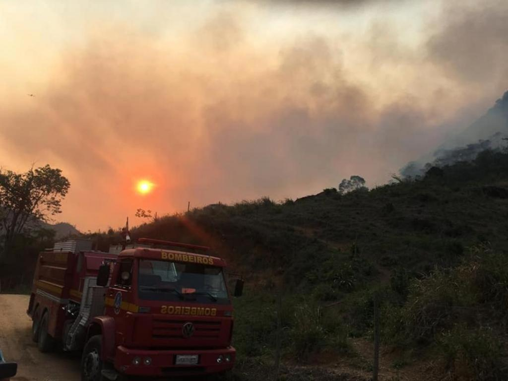 Chuva em Marliéria apaga grande parte do incêndio no Pico do Machado - Jornal Diário do Aço