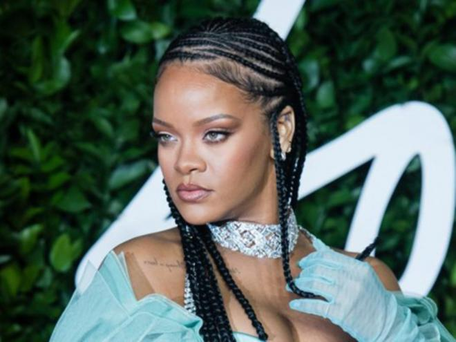 Eventos virtuais e make-up by Rihanna