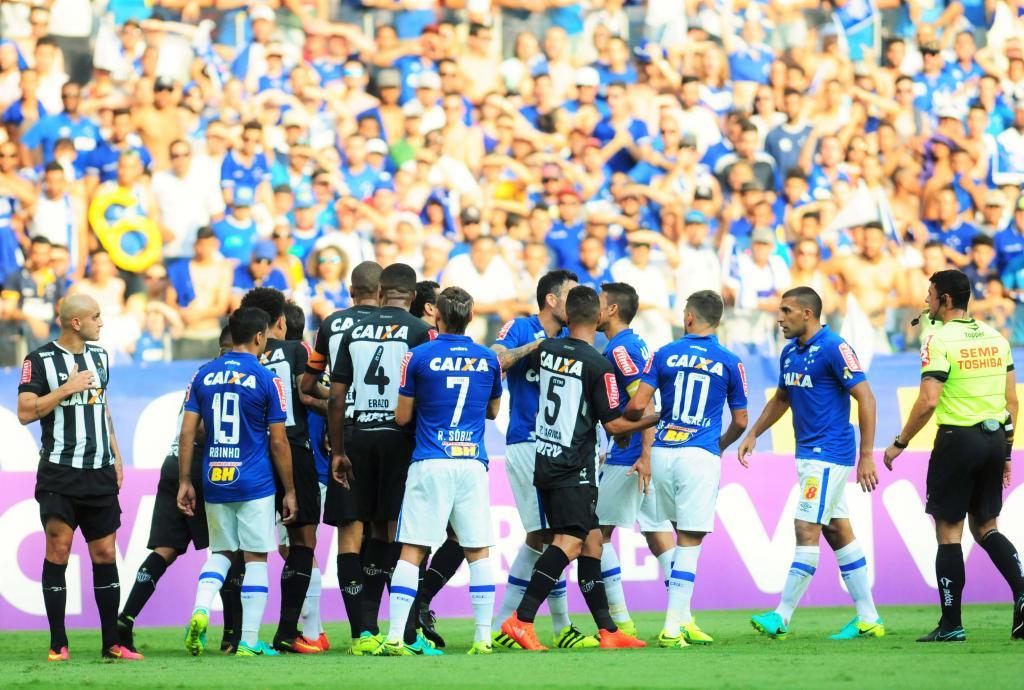 Cruzeiro e Atlético  clássico válido pela 26ª rodada do Campeonato  Brasileiro f343b28a0cdff